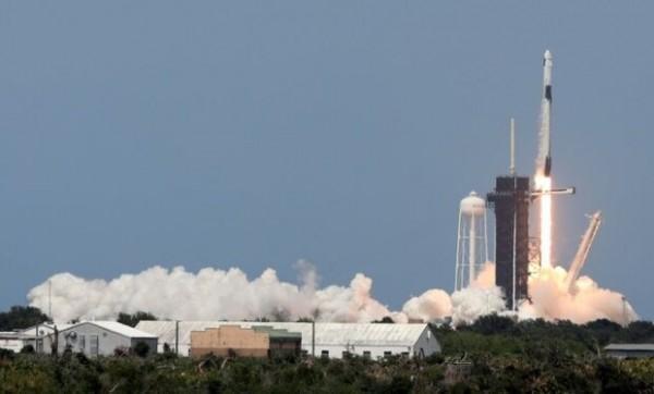 اسپیس ایکس امروز 58 ماهواره اینترنتی را به فضا می فرستد